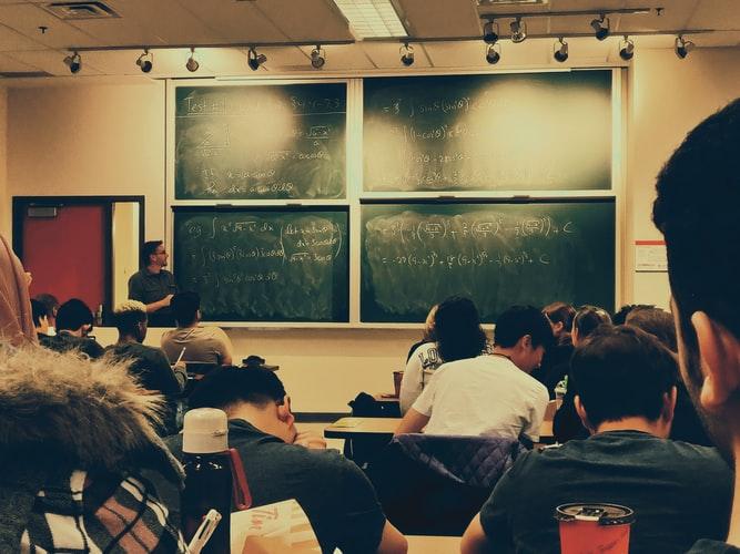 curso-semipresencial-aula-na-universidade